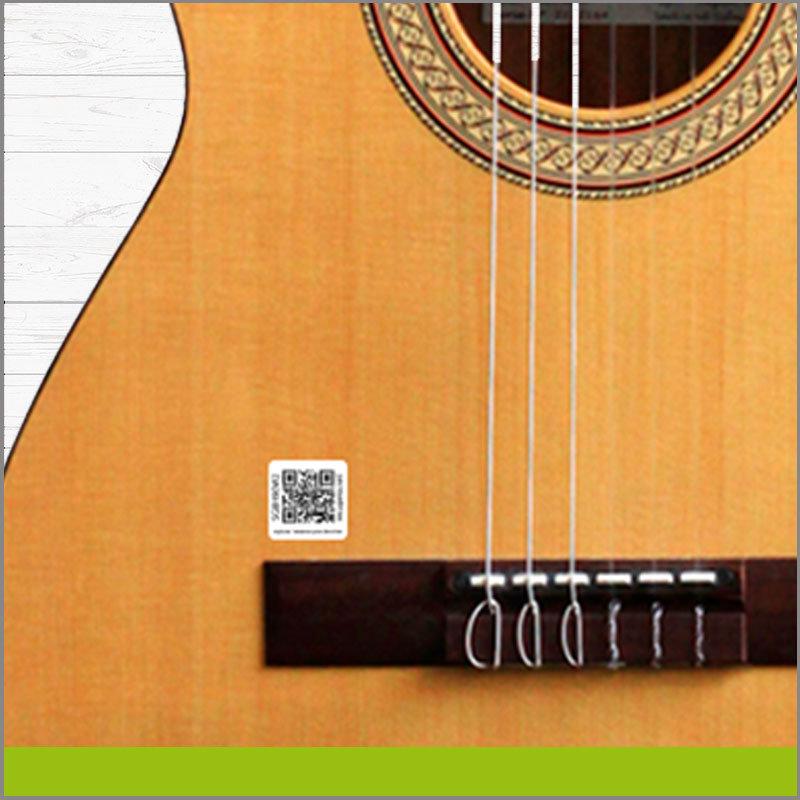 Etiqueta con Identificador QR para Guitarra Acustica